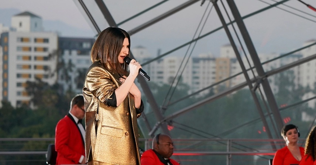 """Laura Pausini & Diane Warren Perform An Ascendant Version Of """"Io Si/Seen"""" From 'The Life Ahead' At 2021 Oscars"""