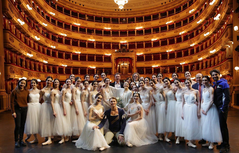Italy's Carla Fracci, La Scala prima ballerina, dies at 84